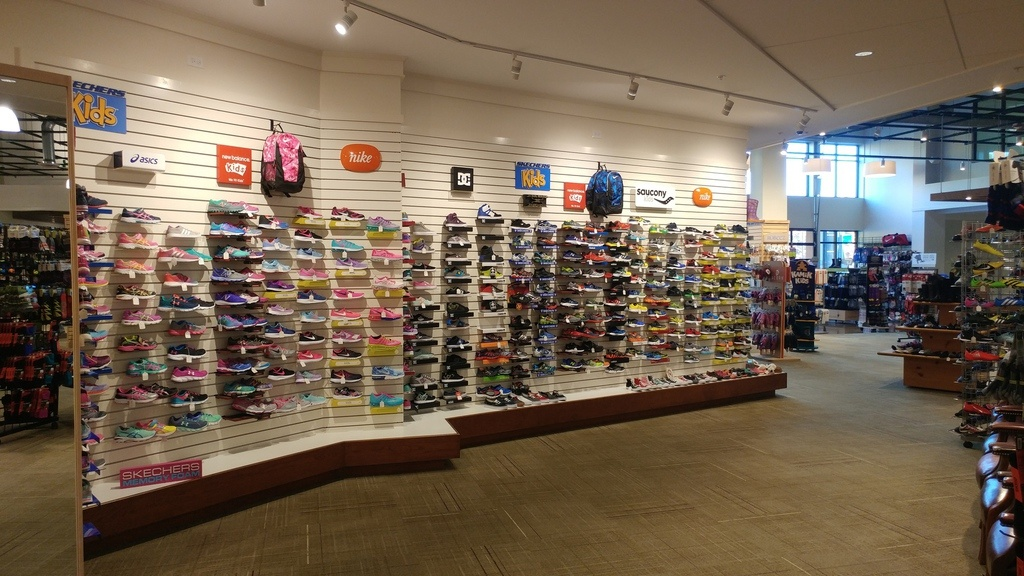 TURNKEY, Highly Successful Children's Shoe Store