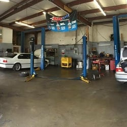 Auto repair center with state of the art equipment