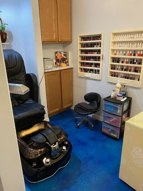 Beautiful Well Established Beauty Salon in Fernandina Beach