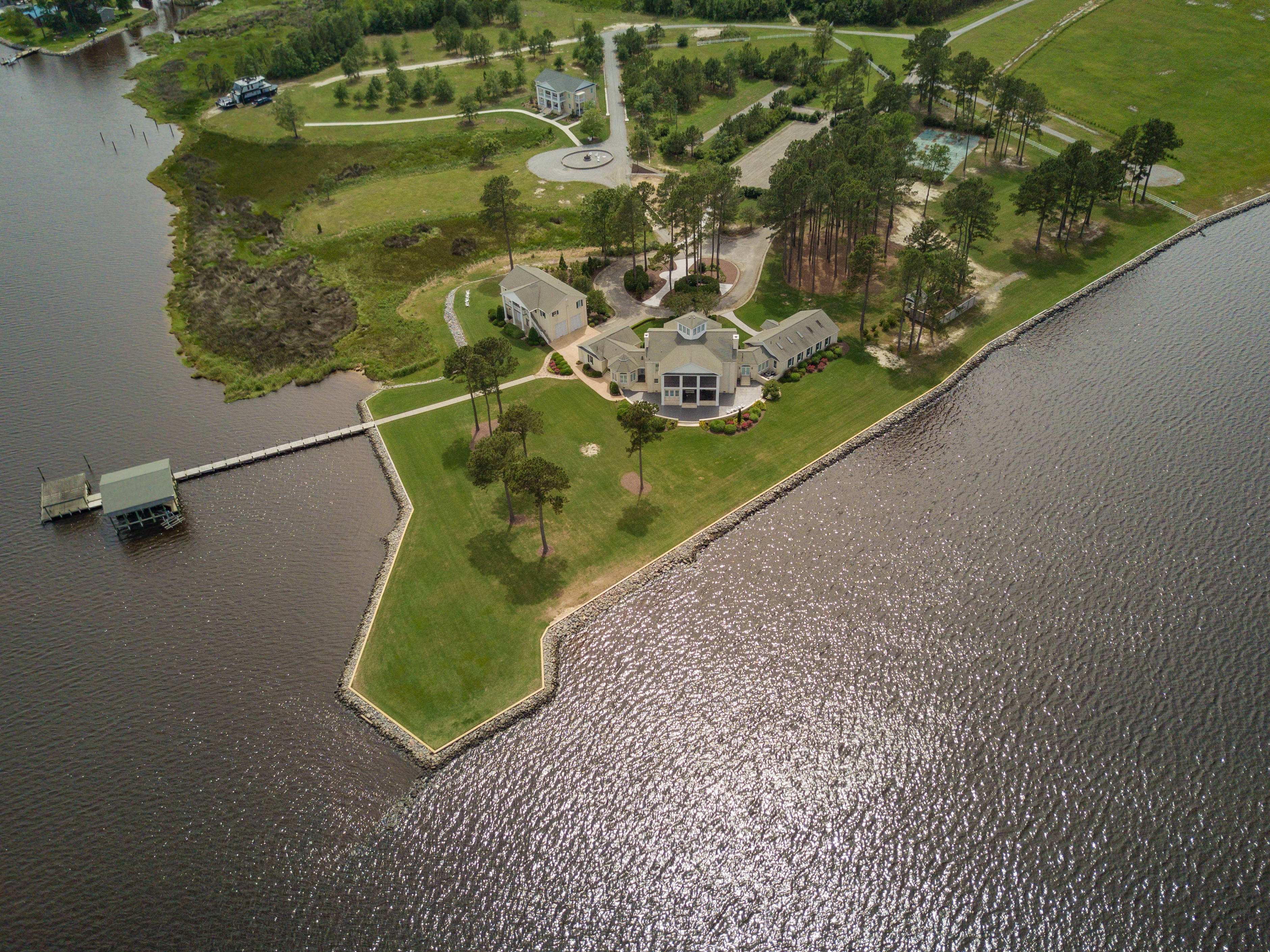 Stunning Waterfront Residential Estate & Retreat Center - 1031