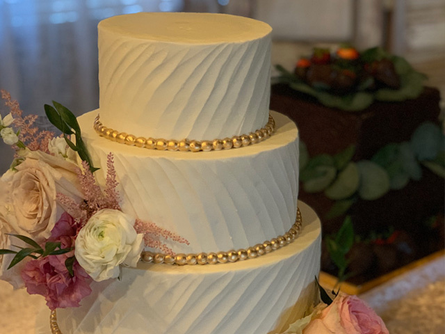 Specialty Cake Bakery in High-End North Dallas Location.