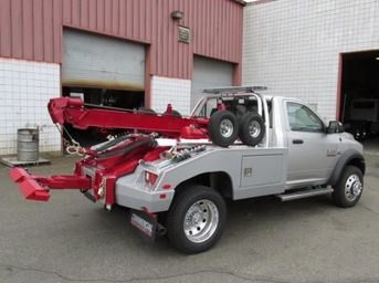 Long Established Towing Company Just Feet From Parkway
