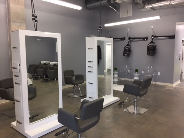 Beauty Salon in High Traffic Area with Top Notch Equipment!