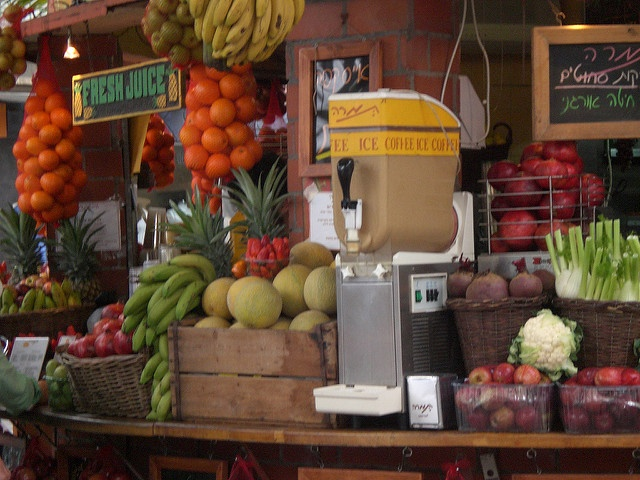 Great juice bar, Small, Great rent, Great location!