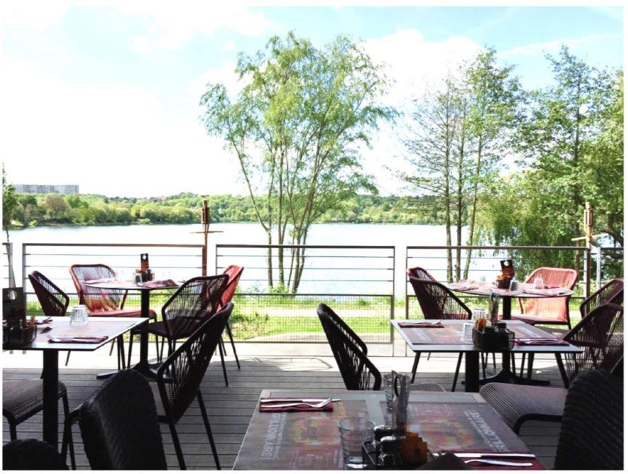 RARE : restaurant avec Terrasse sur lac; haut potentiel