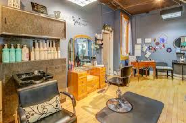 Profitable! Chic Salon-Spa-Boutique!